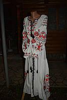 Красивое женское платье с вышивкой