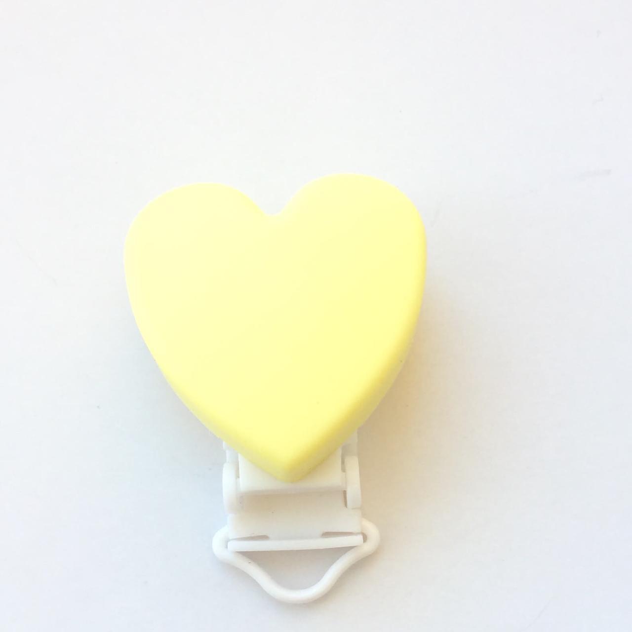 Клипса Сердце (кремовый) силиконовая для пустышки