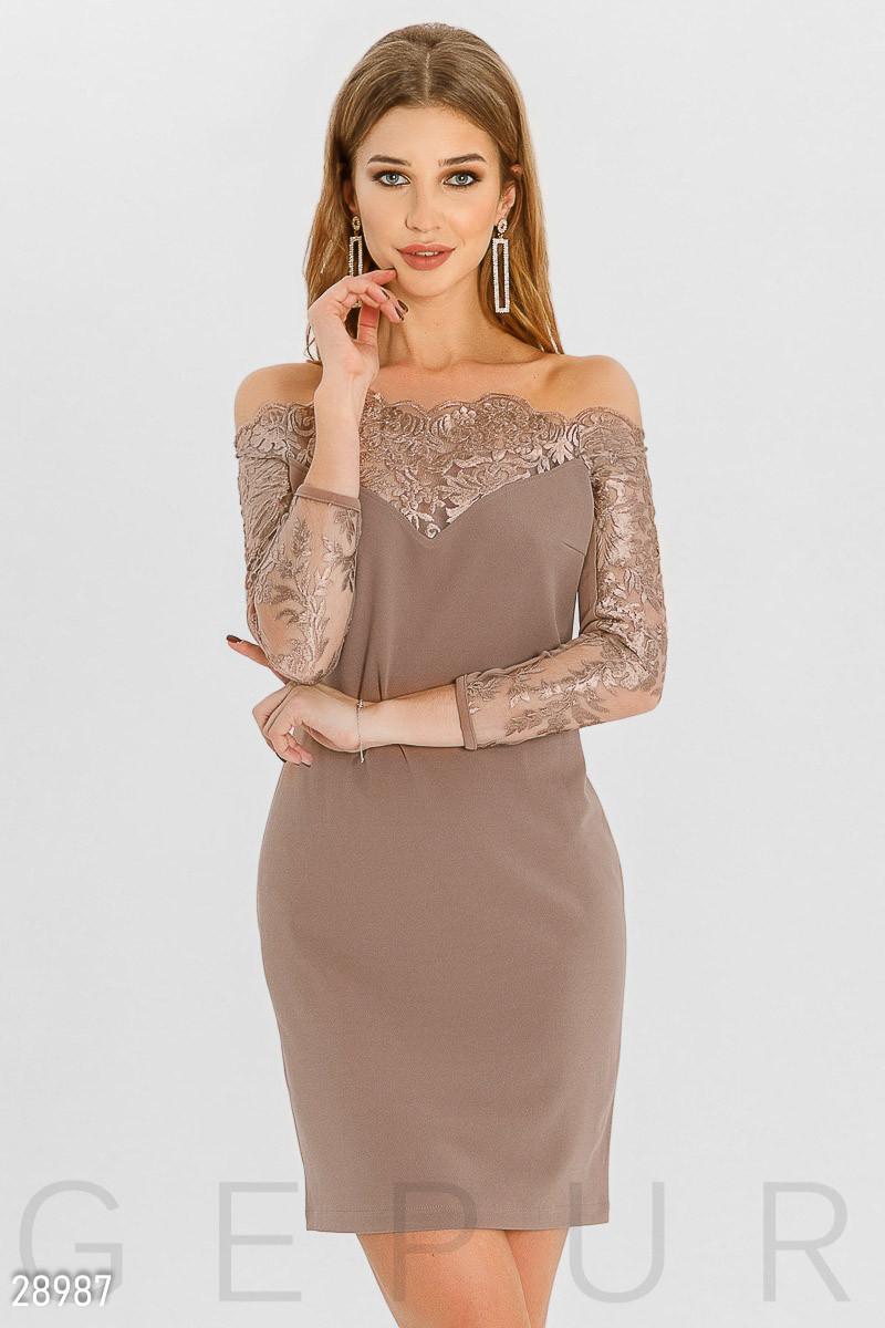 Красивое платье мини приталенное с вышивкой рукав три четверти кофейное