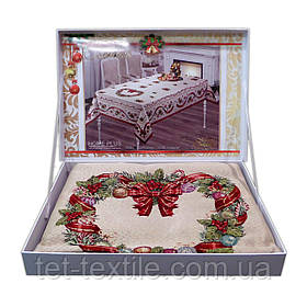 """Скатерть """"Новогодний веночек"""" в чемоданчике Home Plus (150x220cm.)"""