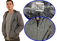 Кофта спортивная мужская зимняя на меху с капюшоном и нагрудными прорезными карманами на молнии