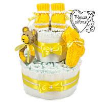 Торт из подгузников. Торт из памперсов, пинетки, носочки, погремушка. 0 - 2 месяца, желтый