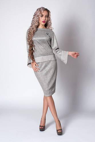 Светло-серый трикотажный костюм с юбкой