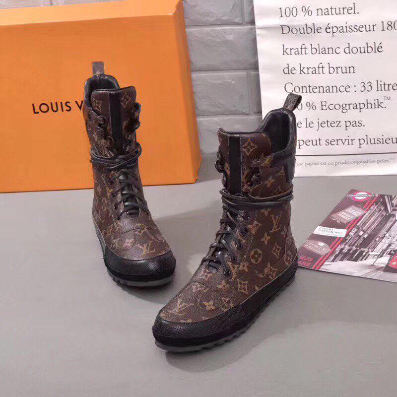 Женские высокие кожаные осенние ботинки Louis Vuitton