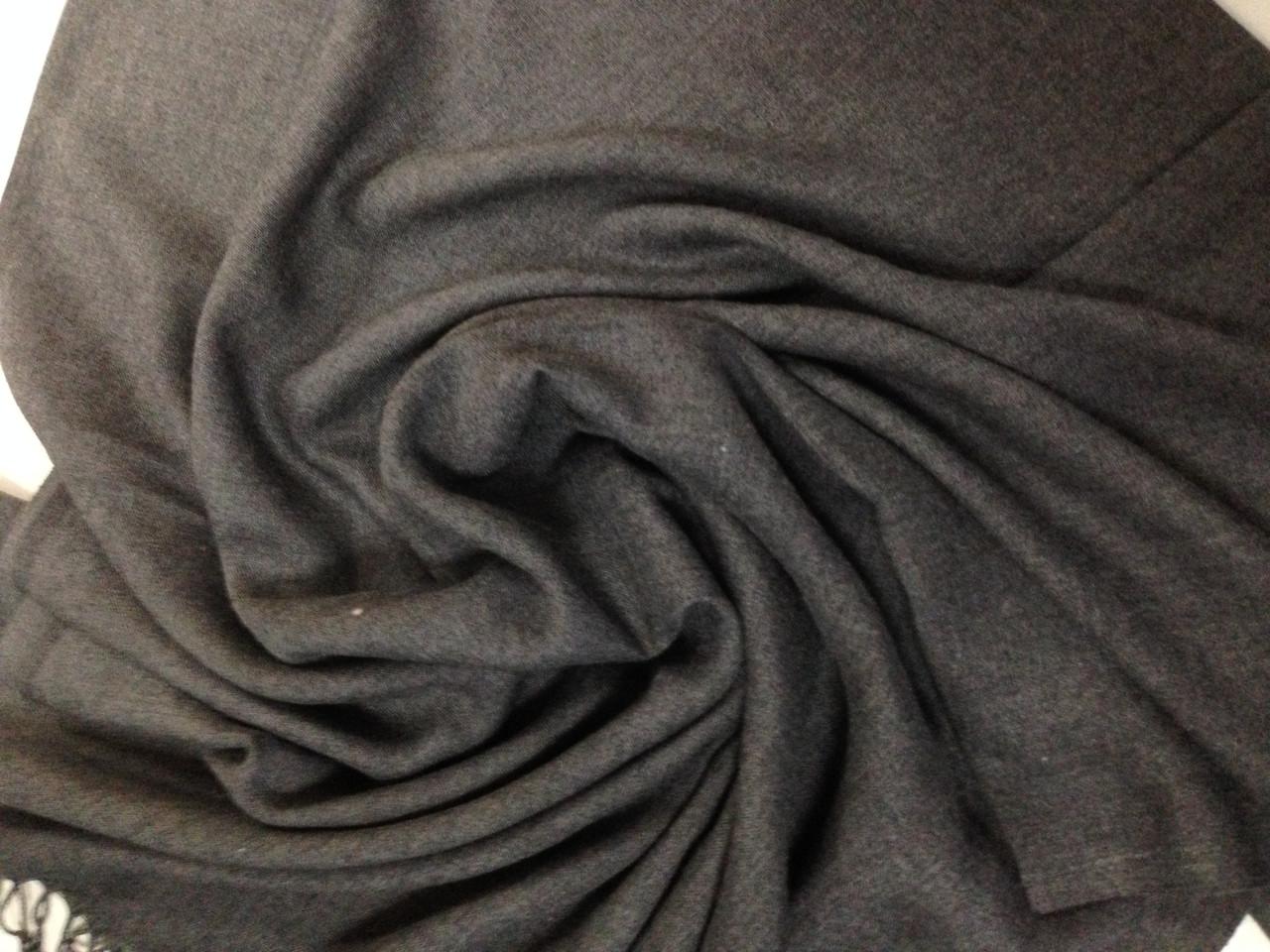 Палантин женский с бахромой цвет серый