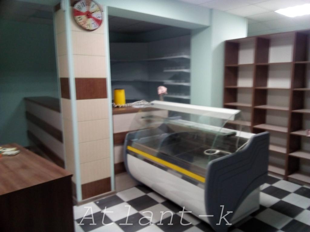 Витрины Орбита и металлические стеллажи в продуктовом магазине, г. Ирпень 1