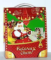 """Новогодняя картонная упаковка """"Портфель с Дедом морозом"""" красный 600-700 г."""