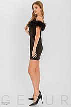 Вечернее платье короткое приталенное на тонких бретелях с открытыми плечами оборка черного цвета, фото 2