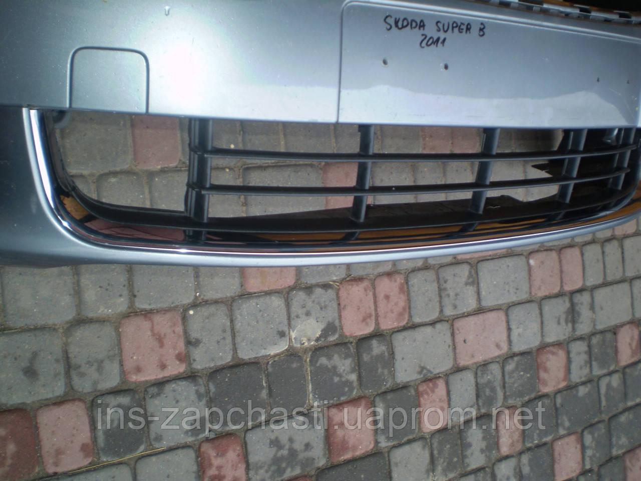 Решетка нижняя на бампер (Решетка переднего бампера) (без хрому) Skoda Superb 2011