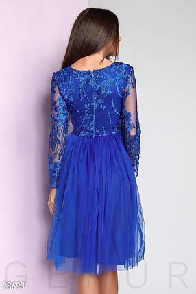 26f2aee3cb10ce0 Вечернее платье средней длины с пышной юбкой с длинными прозрачными  рукавами ярко синее, фото 2