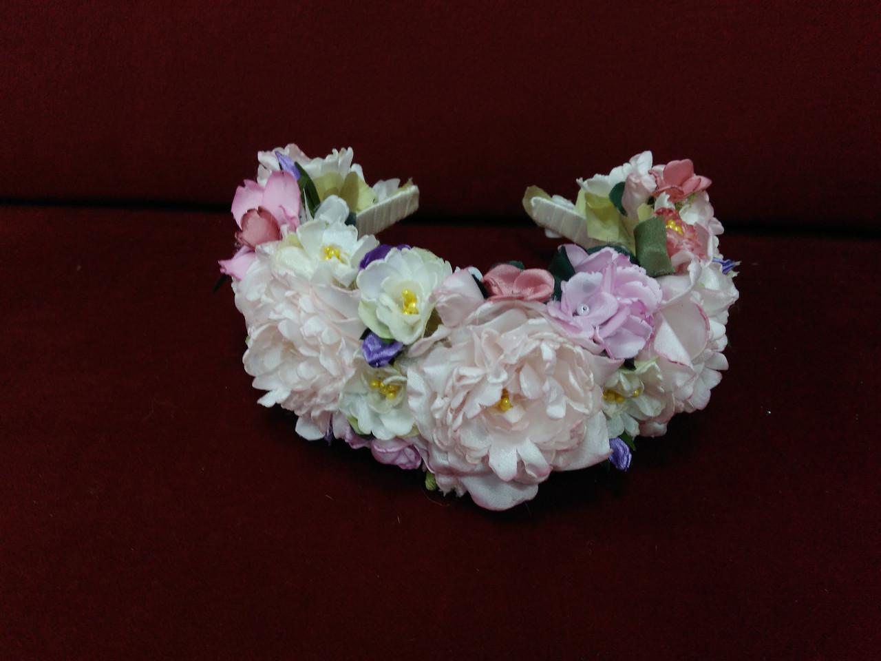 Венок на голову объемный из пионов нежно-розовый