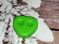 Треугольный свинячий носик ПЯТАЧОК. Вес 30 г. Зеленый цвет, ручная работа. Сюрприз любимым в сочельник