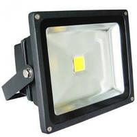 Уличные LED-прожекторы: ночь больше «не темна»
