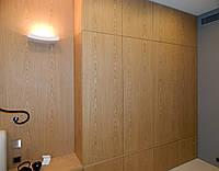 Шпонированный шкаф в спальню с ящиками на заказ