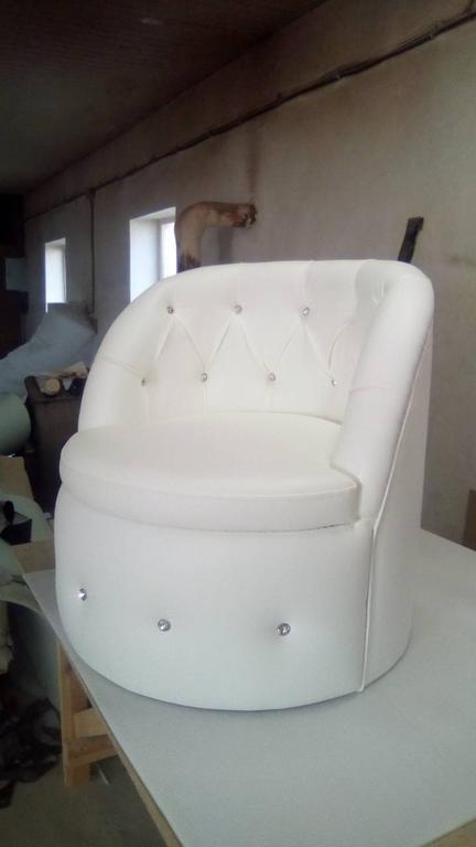 Крісло Тюльпан з каретною затяжкою. 3