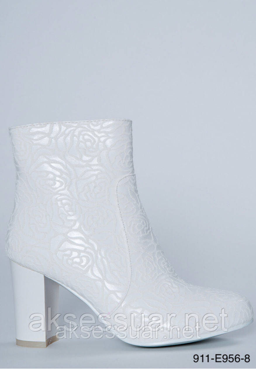 Весільні чоботи білі