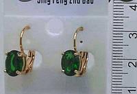 Классические золотые серьги с овальными зелеными камнями .141