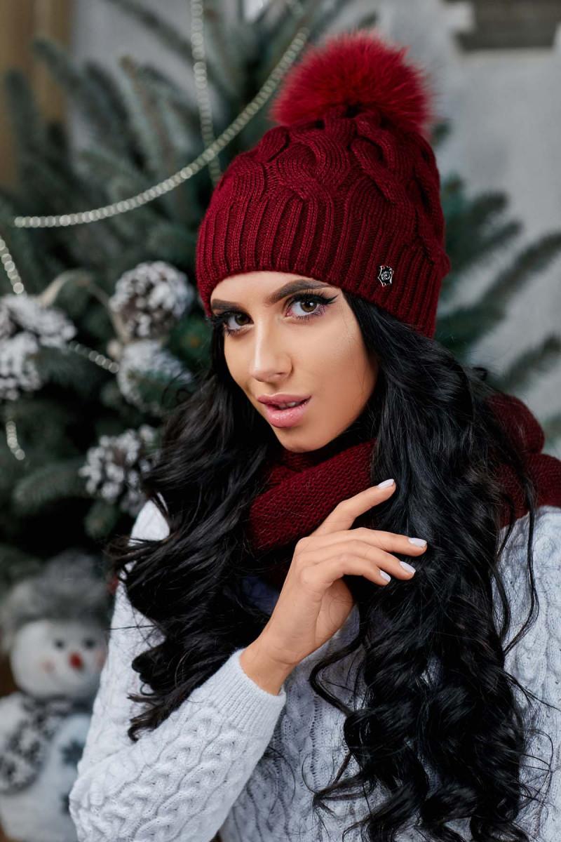Женский теплый комплект бордового цвета