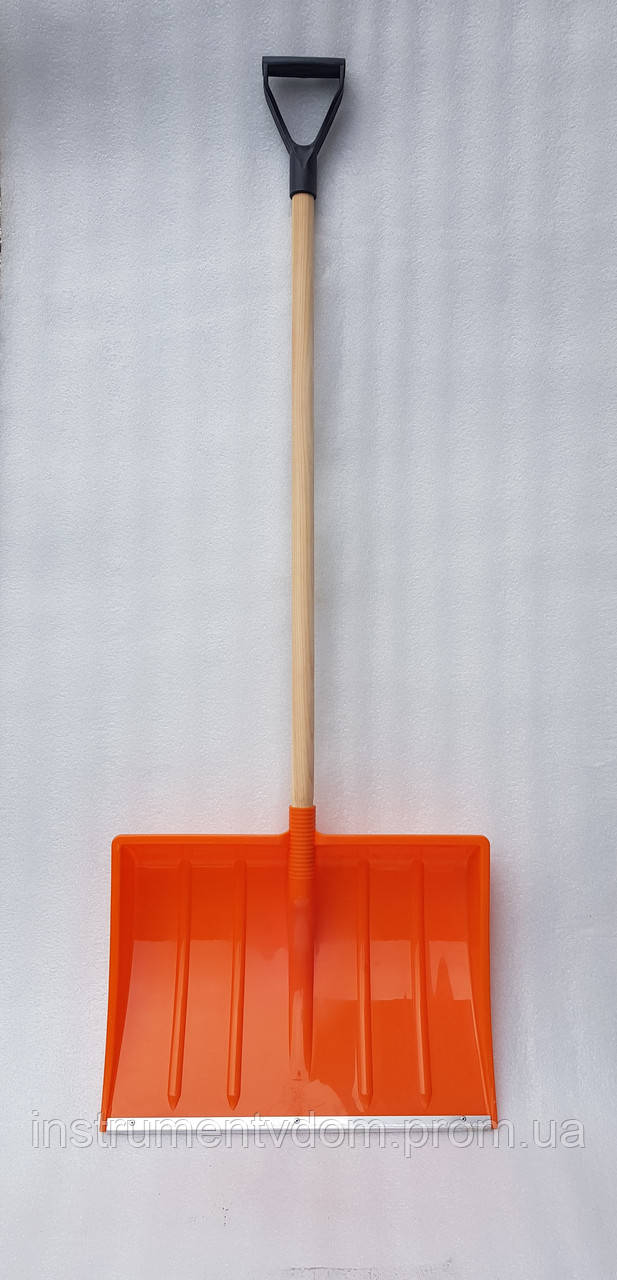 Лопата для уборки снега усиленная оранжевая (с деревянным черенком)