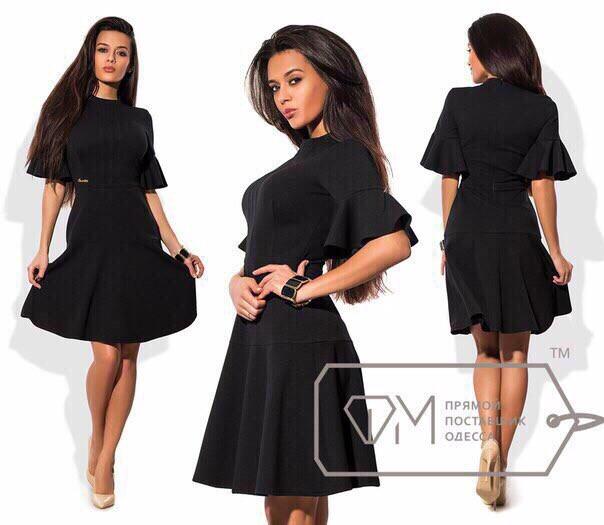 Женское черное платье с волановой юбкой и рукавами
