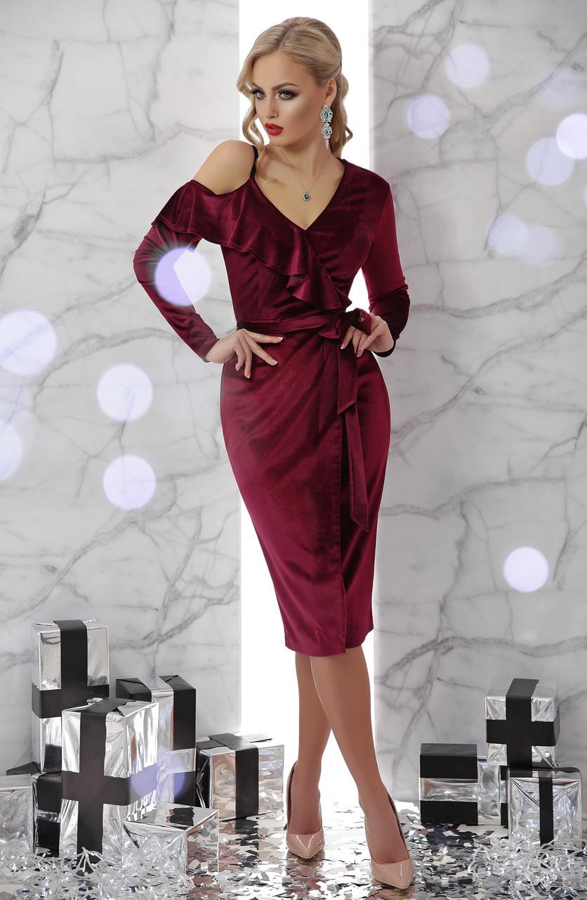 Нарядное велюровое платье миди с воланами и открытым плечом Валерия д/р бордовое
