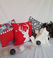 Новогодняя подушка две ткани с помпонами нашитыми, фото 1