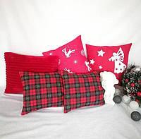 Декоративная новогодняя подушка ткань бязь в олени красная