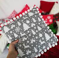 Подушка к Новому году с помпонами по кругу