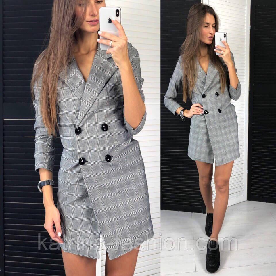 Женское стильное платье-пиджак в клетку с крупными пуговицами