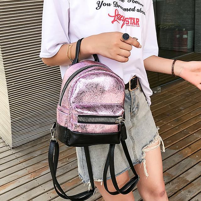 Маленький блестящий рюкзакв розовом цвете