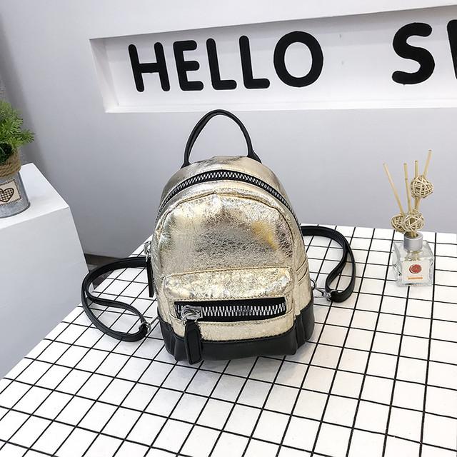 Маленький блестящий рюкзакв золотом  цвете