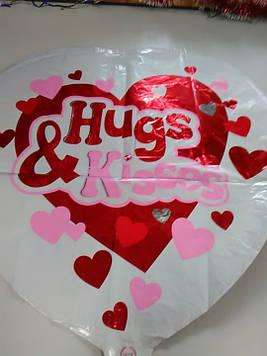 Гелиевый фольгированый шар в форме сердца с надписью Hugs & Kisses
