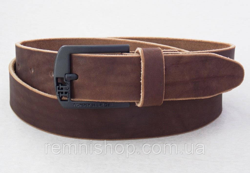 Мужской кожаный коричневый ремень Томму с черной пряжкой
