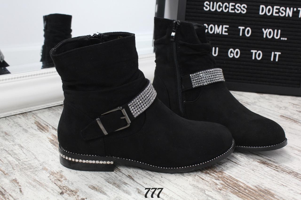 Женские ботинки черные со стразами