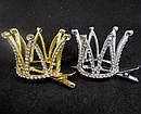 Корона в камнях на заколке уточке золотистая, фото 3