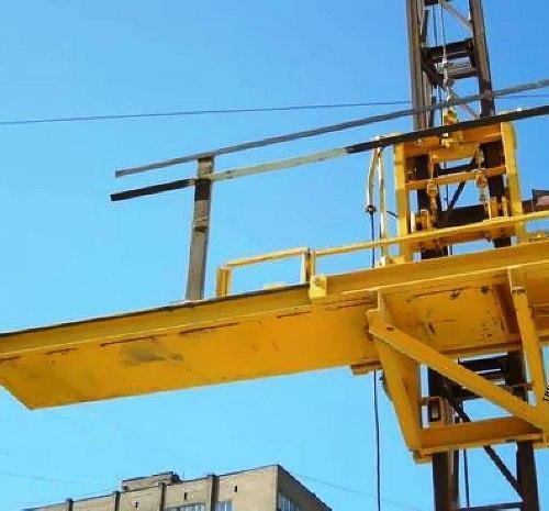 Высота подъёма Н-93 метров Мачтовый-мачтовые подъёмник-подъёмники для строительства грузовой  ПМГ г/п 500 кг .