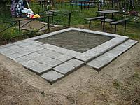 Плато на кладбище