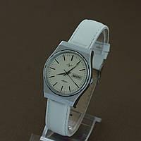 Луч Кварц кварцевые наручные часы СССР , фото 1