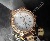 Часы Q&Q Q691-001Y женские золотистые со стразами водонепроницаемые 5 Bar