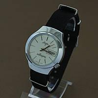 Луч электронно-механические наручные часы СССР , фото 1