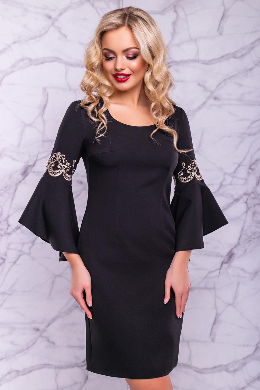 Нарядное черное платье с роскошными рукавами