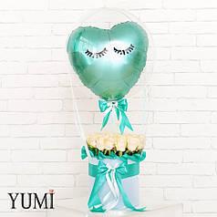 Красивый шар с цветами для девушки