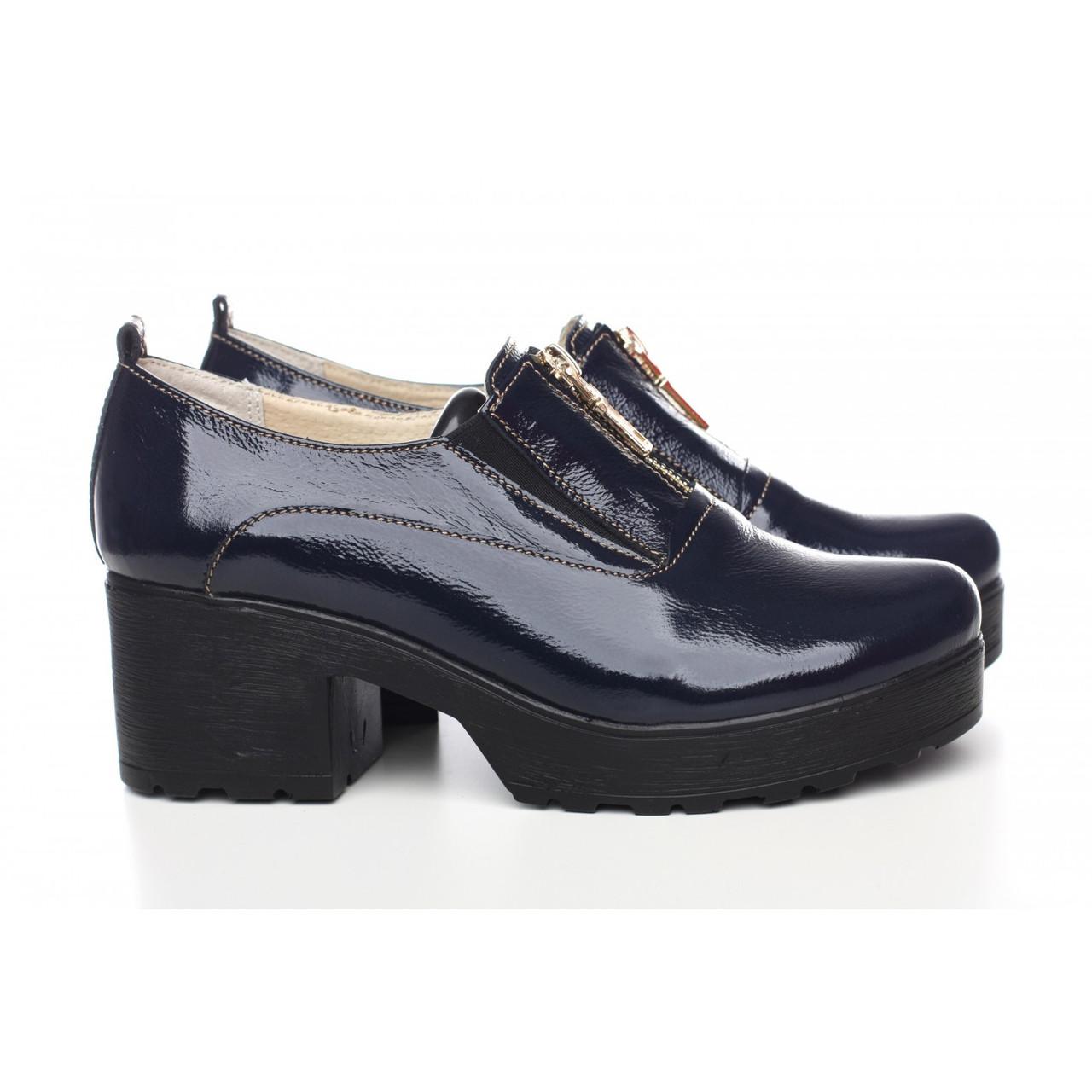 Лаковые туфли синего цвета на толском каблуке