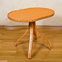 Плетеный стол из лозы на деревянных ножках