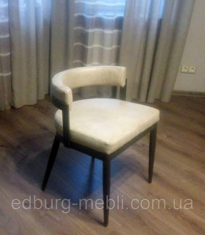 Обеденный стул на металическом каркасе замша