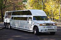 Лимузин Ультра Мега Хаммер Высокий, длина лимузина 13 метров, цвет - белый.