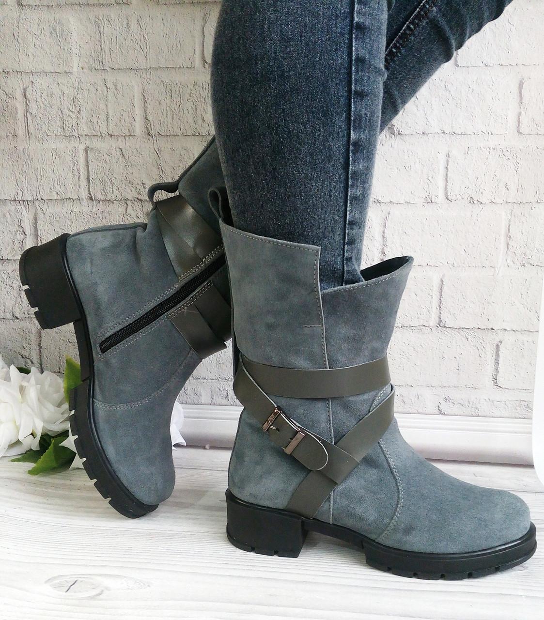 Сірі замшеві черевики на товстому каблуці
