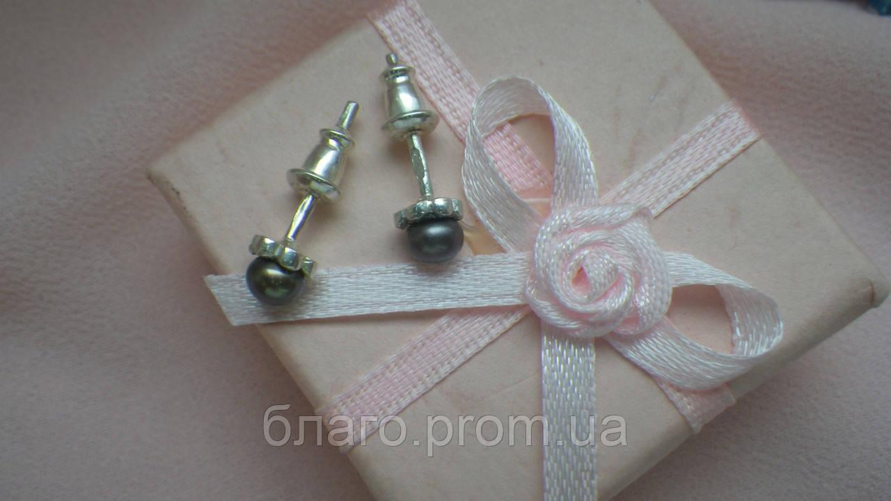 Серебряные серьги-гвоздики с золотыми вставками Перлина
