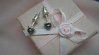 Серебряные серьги-гвоздики с золотыми вставками Перлина, фото 1