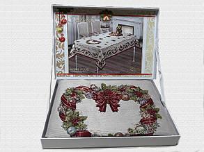 Скатертина Різдвяний віночок у валізці Home Plus (150x220cm.) New Year